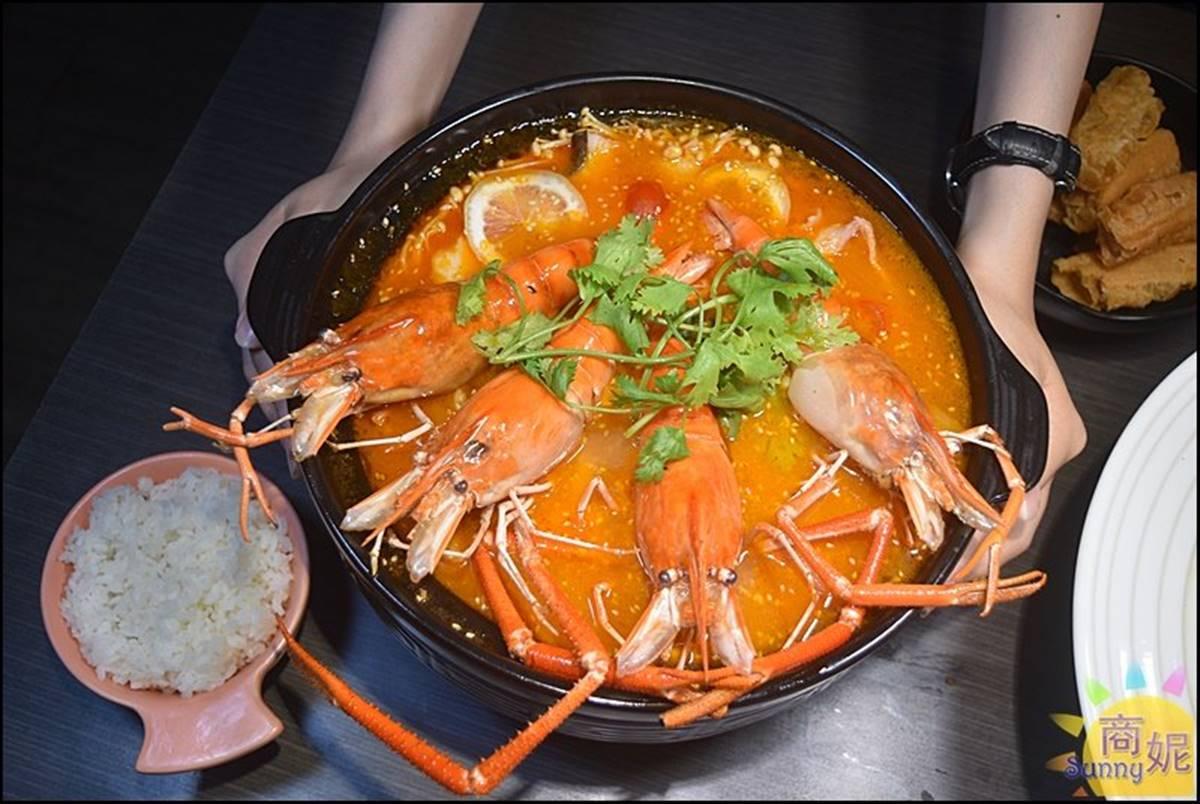 超浮誇!台中老罈酸菜魚必嘗「隱藏版土豪鍋」,加點巨大泰國蝦有滿滿蝦膏