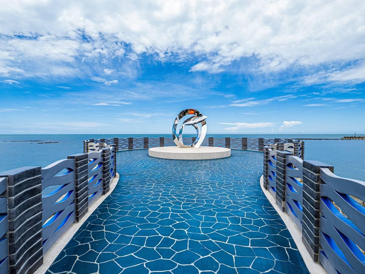 「海上最美伸展台」亮相就暴紅!北海岸最浪漫新景點,巨型鑽戒打卡超吸睛