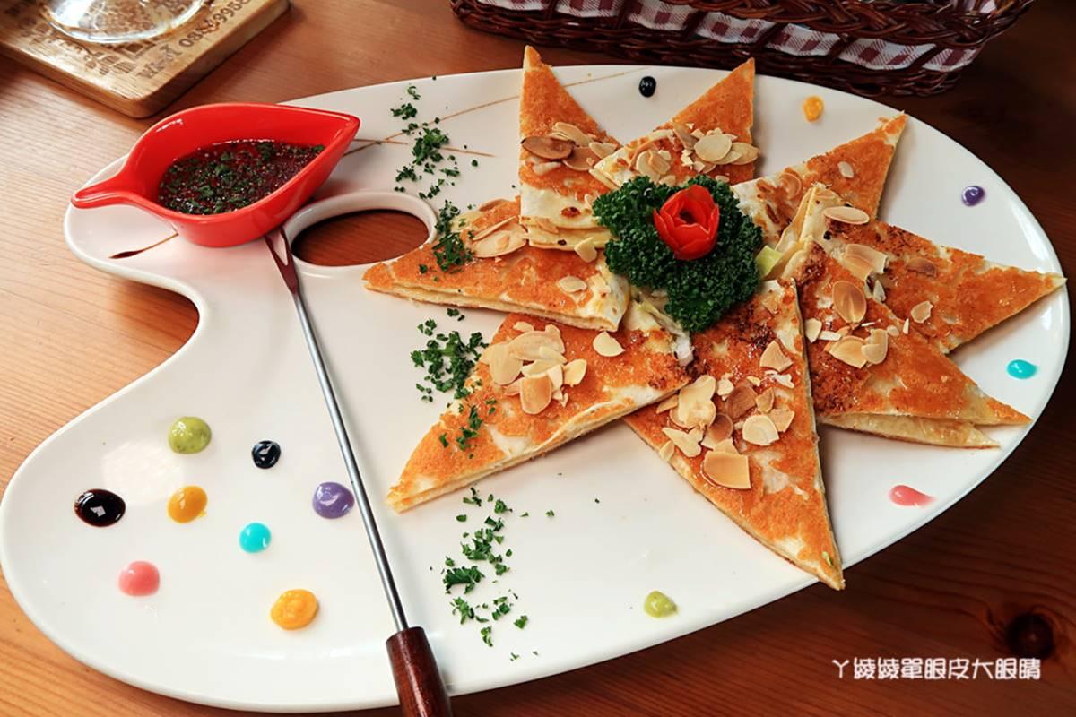 打卡純白小木屋!新竹歐風餐廳先嘗大分量「黃金豬腳」,祕製起司薄餅也必點