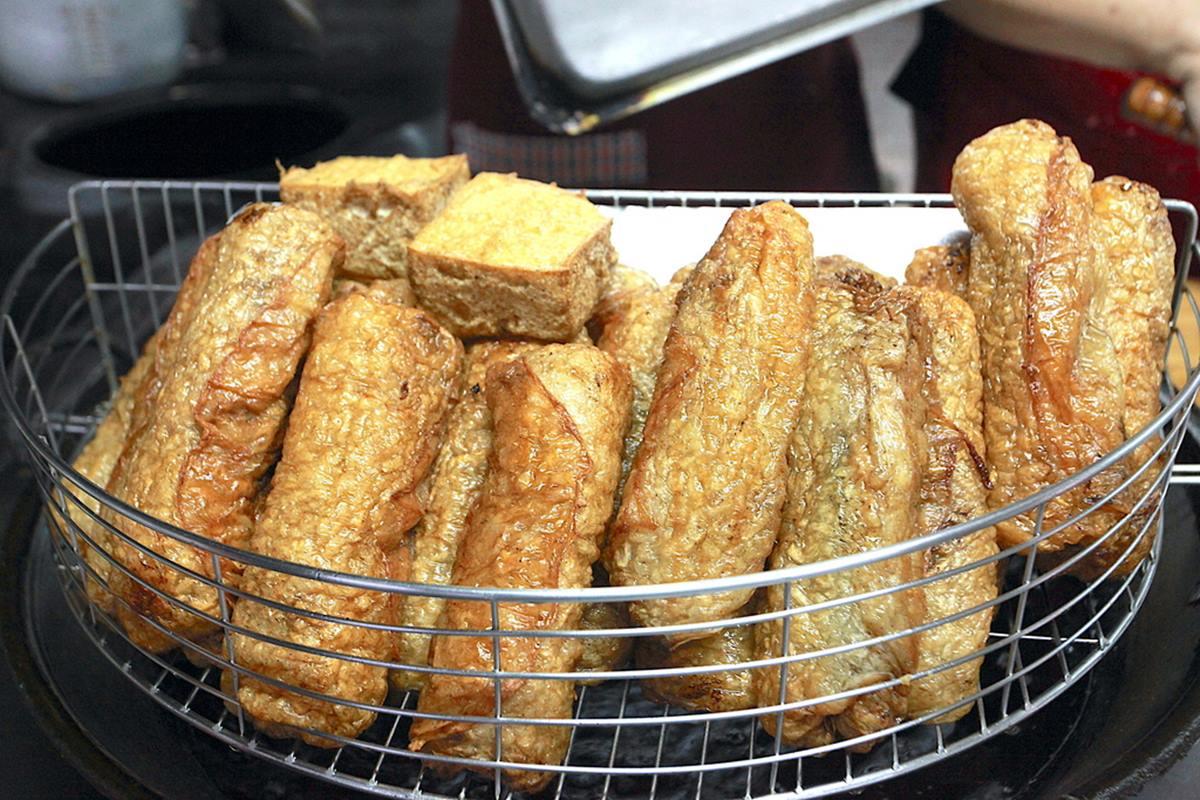 飄香90年!高雄老市場小吃必嘗「特製豬肝卷」,手工紅麴粉腸口感超Q彈