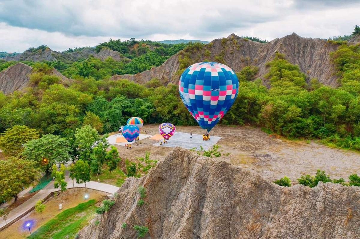 台版土耳其熱氣球10/2開搶!高雄月世界、愛河飛高高,500元就能玩