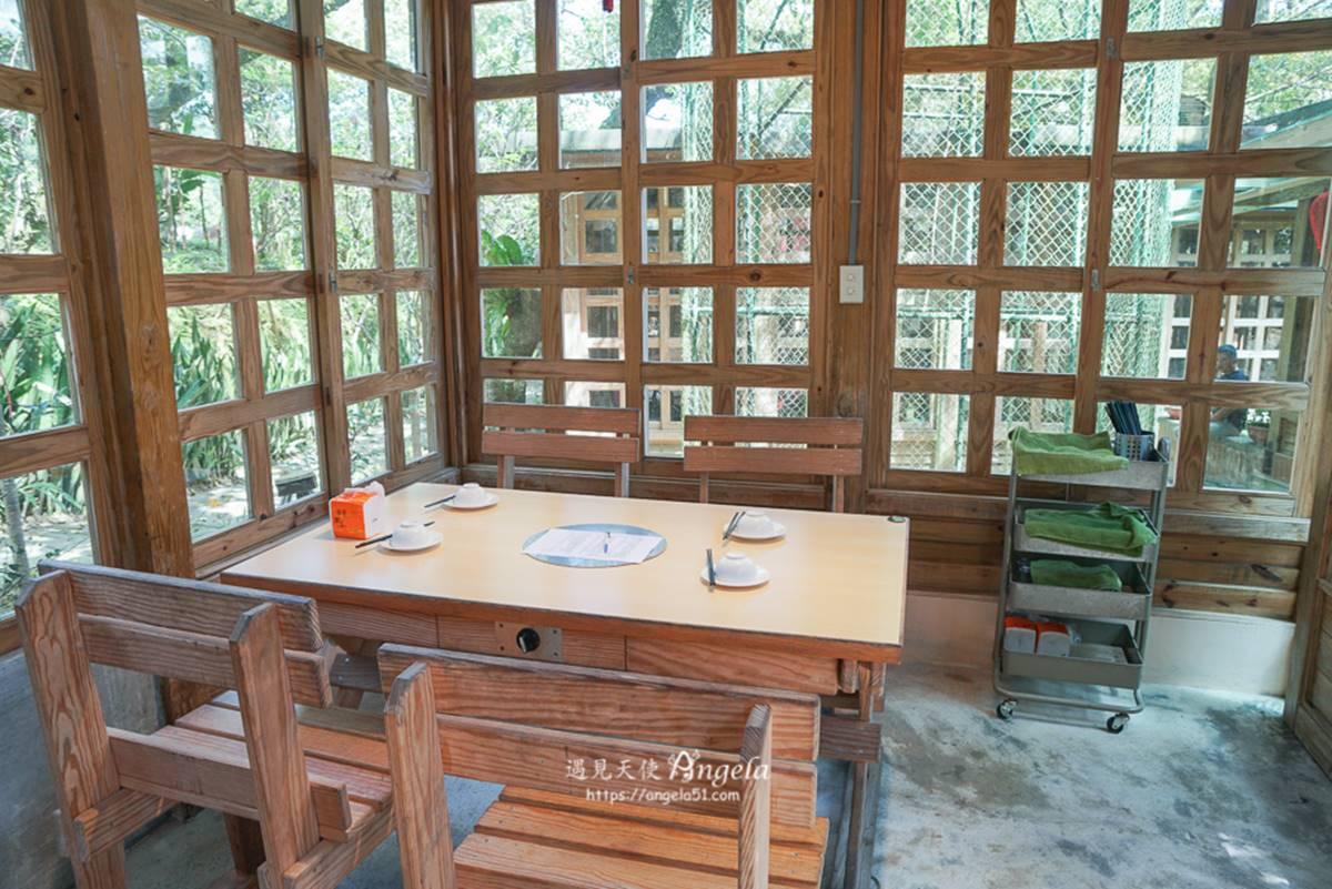 美拍紫藤花迴廊!新北「庭園餐廳」全區小木屋包廂,獨門窯烤雞想吃先預訂