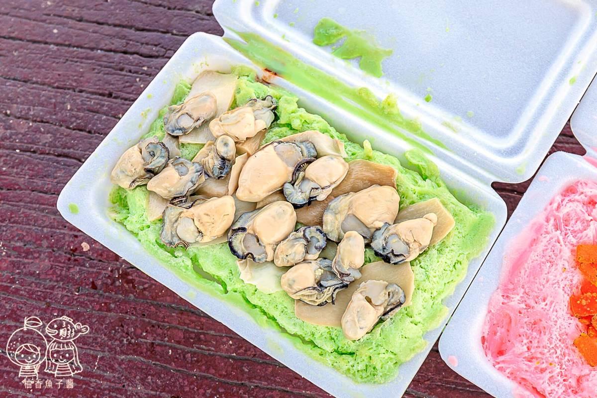 勇者快嘗鮮!彰化超狂雪花冰鋪滿15顆「鮮蚵」,草莓口味配烏魚子意外好搭