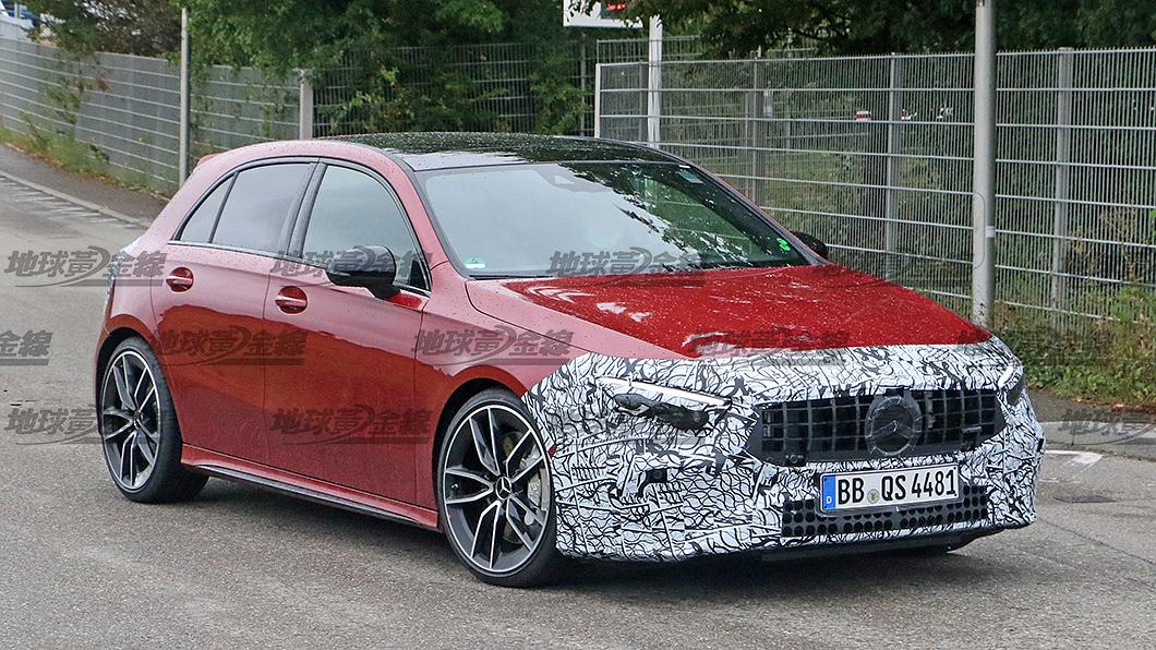 疑似小改款Mercedes-AMG A 35 4Matic+的偽裝原型車身影遭到捕獲。(圖片來源/ TVBS) 搶先間諜照/小改A 35聚焦燈組更新 有望明年強勢來襲