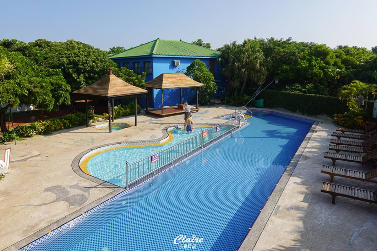 打卡繽紛彩色屋!小琉球「南洋風Villa」賞無敵海景,還能美拍超大露天泳池