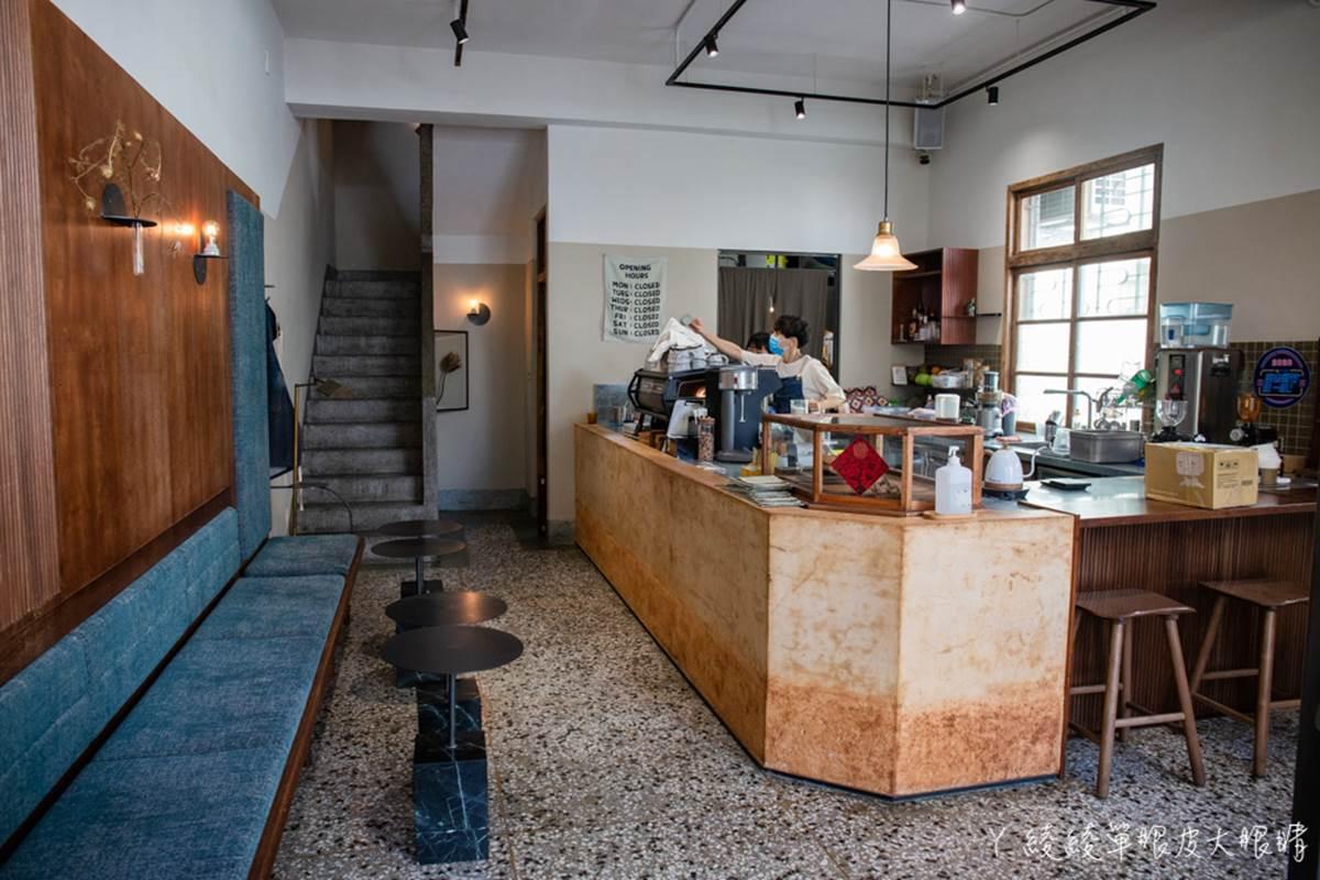 在地人私藏!新竹4家IG打卡早午餐:復古食堂裡嘗水潤餅、鯨魚牆搭烤爐飯糰