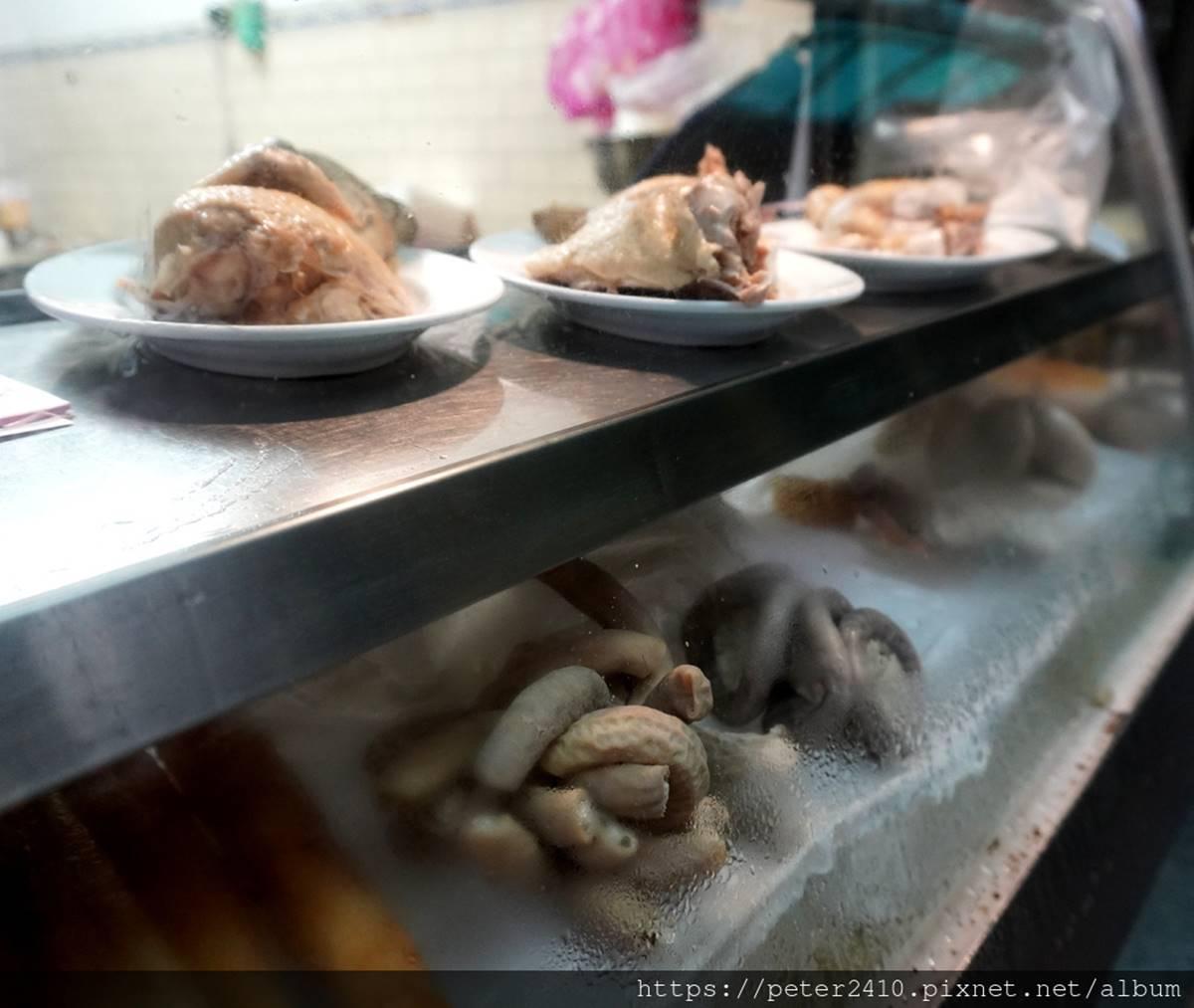 在地人私藏60年!基隆「巷弄麵店」必吃甜辣醬陽春麵,餛飩湯皮薄肉鮮超甘甜