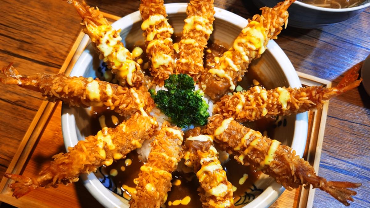 浮誇無上限!桃園摩天輪炸蝦飯「10隻蝦蝦列隊」,搭「明太子滷肉飯」太無敵
