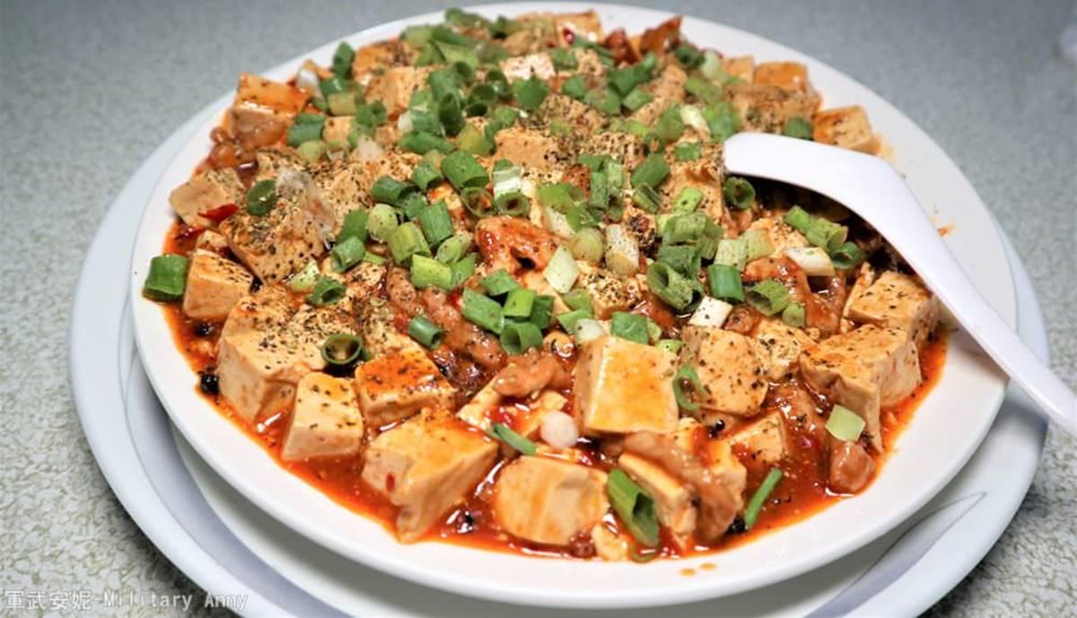 在地人推!金門烈嶼4家必吃餐廳:柴燒油飯、豬血灌腸麵線、浮誇山型炸芋絲