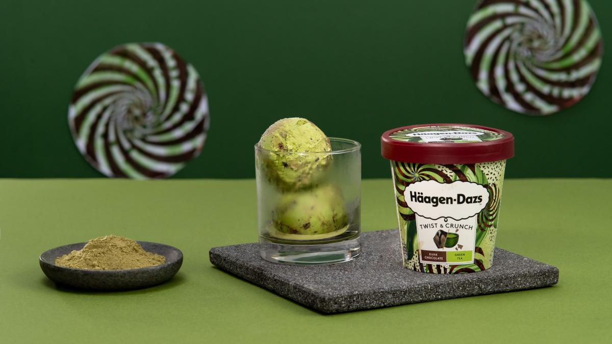 1桶吃得到2種口味!哈根達斯推3款「雙享巧脆冰淇淋」,巧克力尬草莓超搭