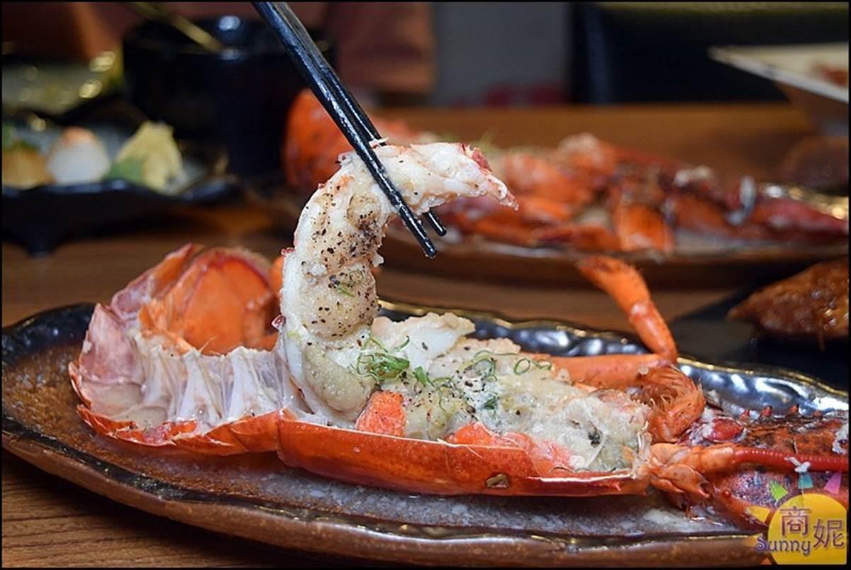 大閘蟹買一送一!台中「浮誇系日料」搶吃滿膏大閘蟹,活體大龍蝦也必點