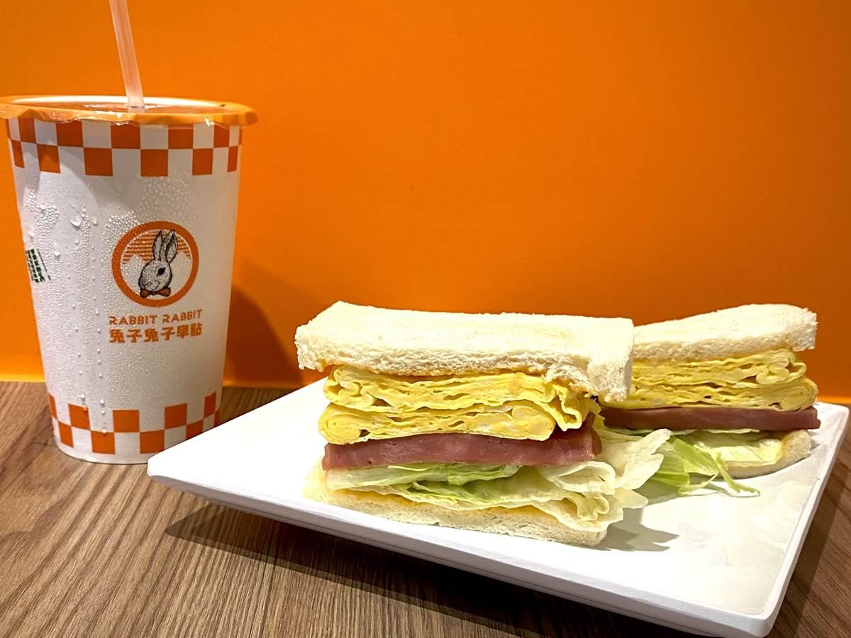 「金沙漢堡」只要1元!網美早餐店全新店型亮相,皮蛋蛋餅、菠蘿漢堡超有哏