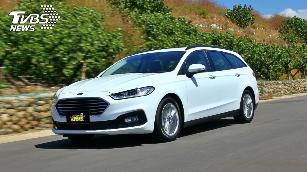 現在的旅行車更著重於外型設計,因此能夠成為車主展現品味的選擇。(圖片來源/ TVBS) 試駕/Ford Mondeo Hybrid Wagon 市場唯一!歐系油電跑旅