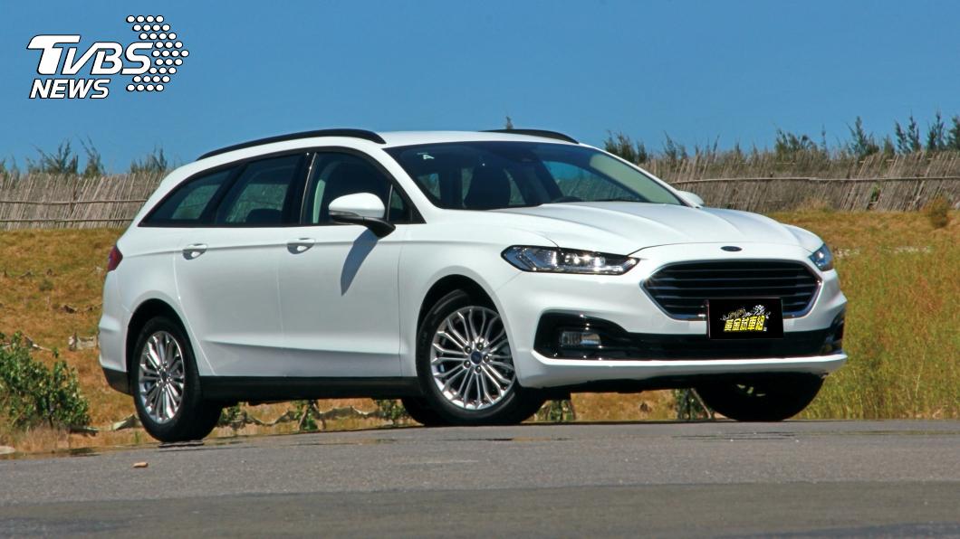 福特六和於10/8公佈全新Ford Mondeo Hybrid Wagon的預接單價格為新台幣110萬元。(圖片來源/ TVBS) 福特Mondeo Hybrid Wagon預售價110萬元 油耗20.1km/L