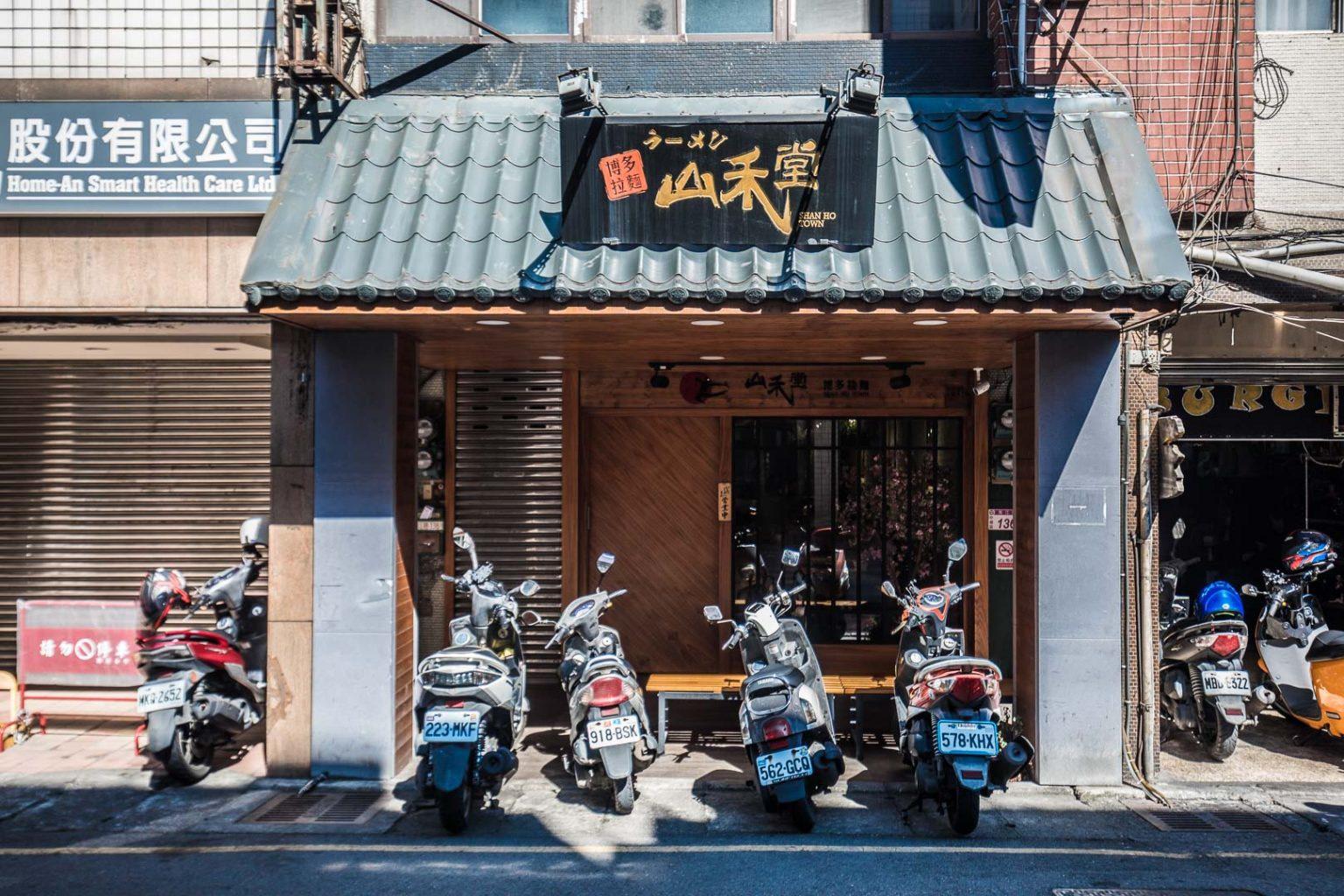 日本人氣噗噗!桃園「田雞拉麵」視覺太衝擊,還有隱藏版「泰式雞佛拉麵」