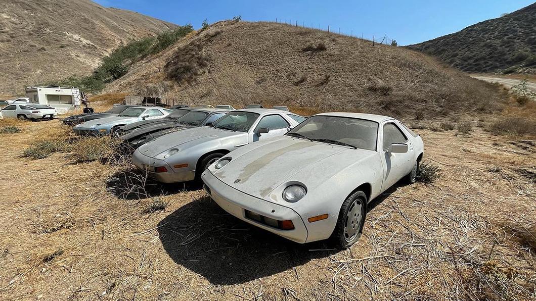 美國南加州舊採石場驚現1座名車墳場,裡頭擁有多達13輛被遺棄的保時捷928。(圖片來源/ Steve Rhodes_FB) 地表驚現保時捷墳場! 網哀嚎:全是經典車款