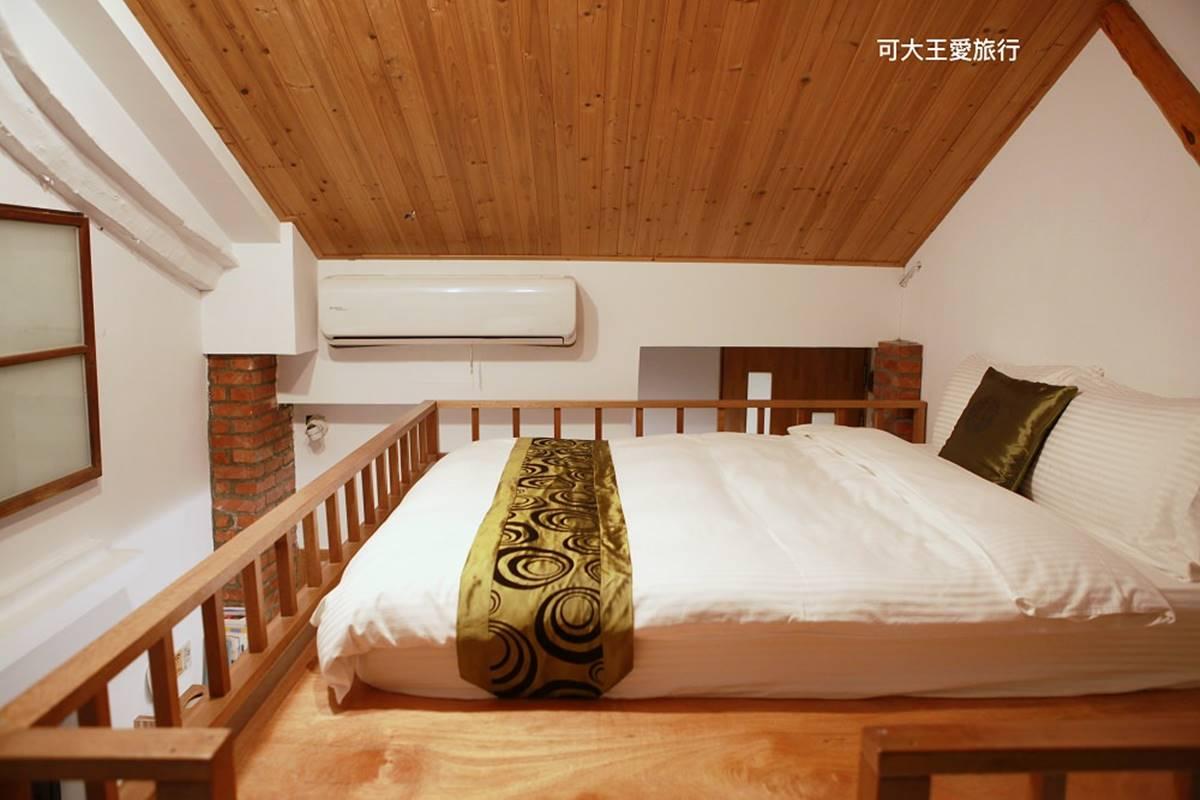 1秒穿越!台南百年老宅打卡復古「八卦形窗框」,木質裝潢、斑駁磚牆超好拍