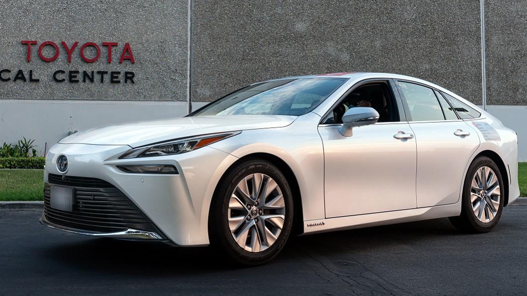 Toyota Mirai寫下氫燃料電池電動車續航力金氏世界紀錄。(圖片來源/ Toyota) 一滴油都不吃能跑多遠? Toyota未來:1,360公里沒問題!