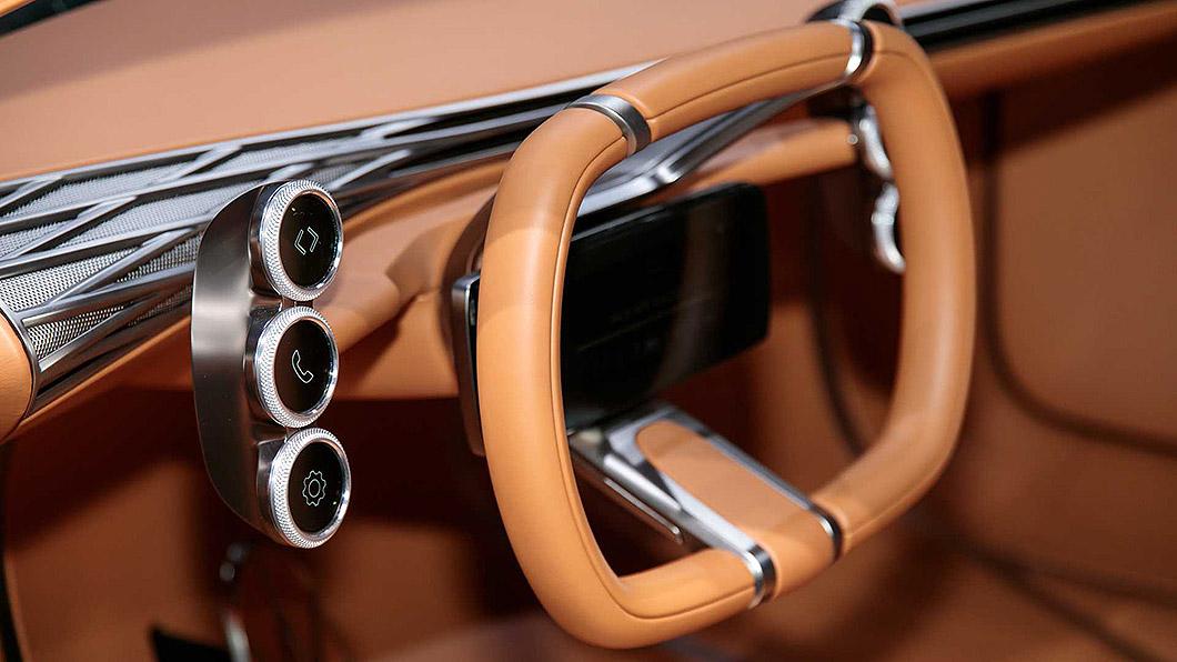 Hyundai申請專利,要在方向盤中間放螢幕,氣囊則改在方向盤其他位置。(圖片來源/ Hyundai) Hyundai申請方向盤中央螢幕專利 氣囊爆開不會打臉?