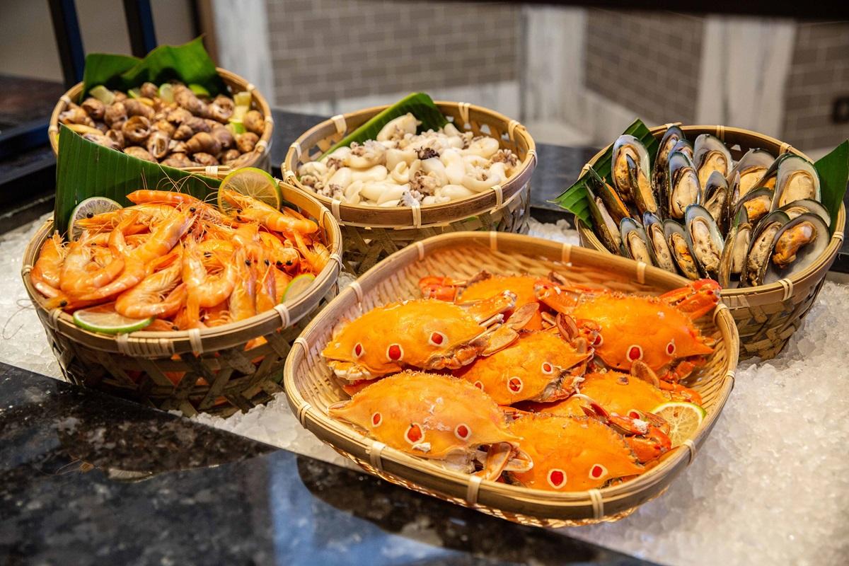 免費吃生蠔、北海道干貝!超狂飯店吃到飽,980元爽嗑龍蝦堡、精品甜點櫃