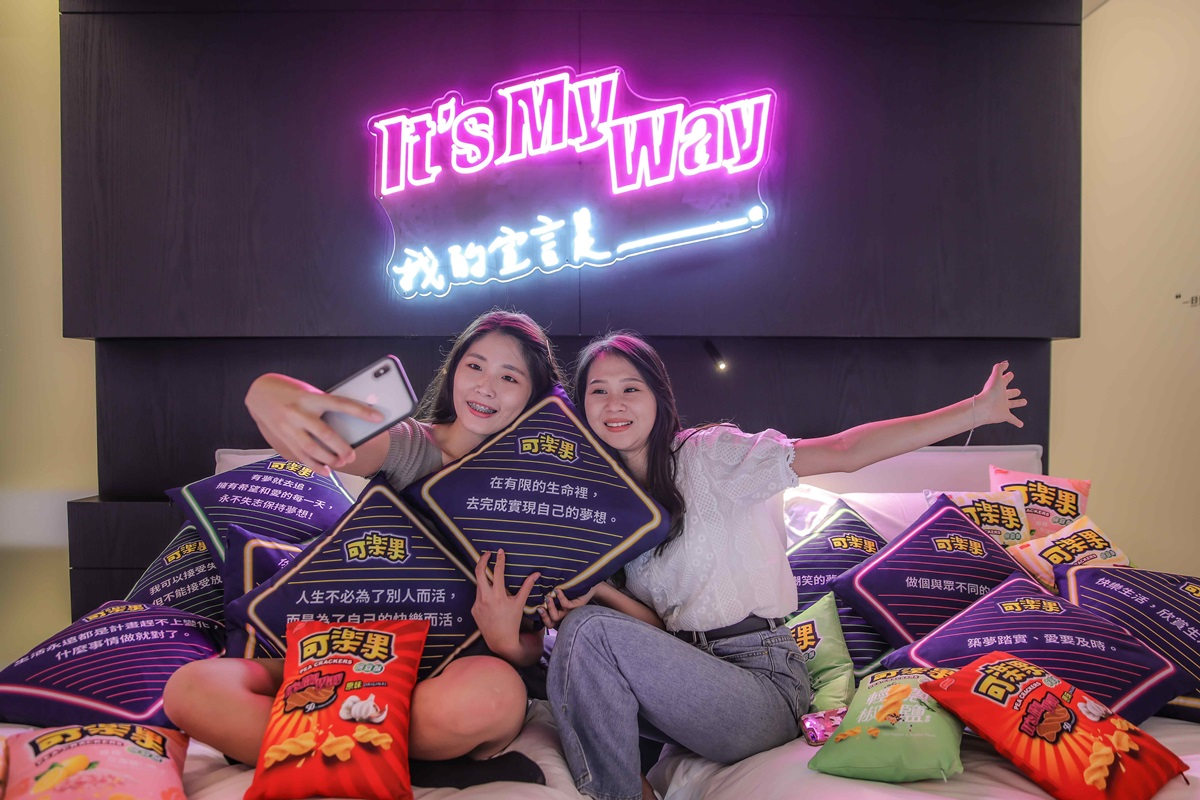 全台獨創「可樂果主題房」在台南!房內可玩遊戲機台,免費爽拿14包可樂果
