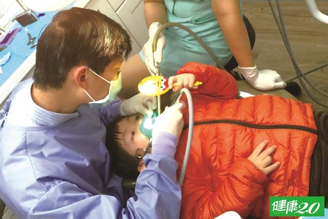 鄭凱云的主播媽媽經 克服孩子看牙恐懼