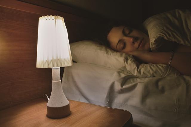 開燈睡覺易發胖?