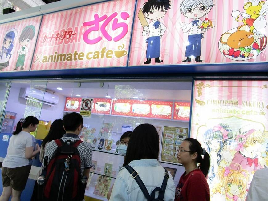 曾在日本池袋、仙台、福岡、京都等地巡迴的庫洛魔法使咖啡廳,現在則是來到台灣快閃,落腳西門町,時間從7月1日至8月14日,已掀起不少動漫迷搶買。 封印解除!庫洛魔法使咖啡店快閃登台