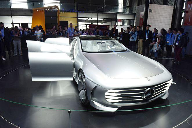 圖/達志影像路透社 賓士巴黎秀概念車 伸縮車罩猶如戰鬥機