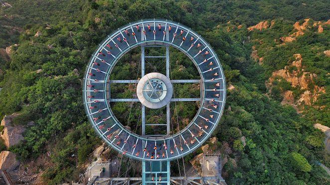 圖/達志影像路透社 窒息美景! 張家界世界最長、最高玻璃天橋