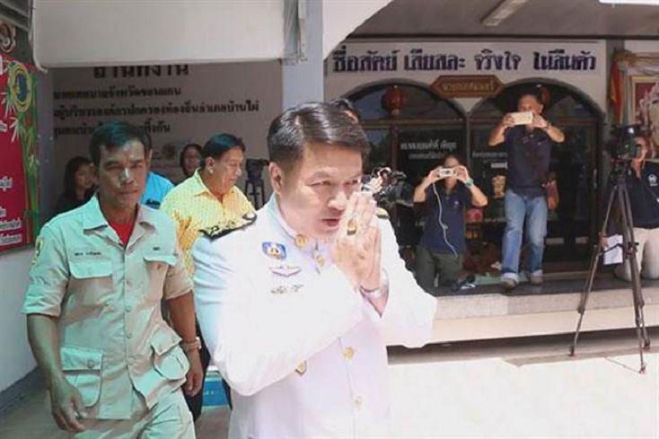 泰市長娶高中生被踢爆 囚禁記者脫褲拍照