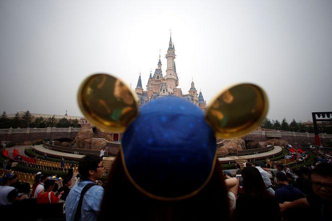 圖/達志影像路透社 熱翻!高溫達40度 上海迪士尼遊客少1/3