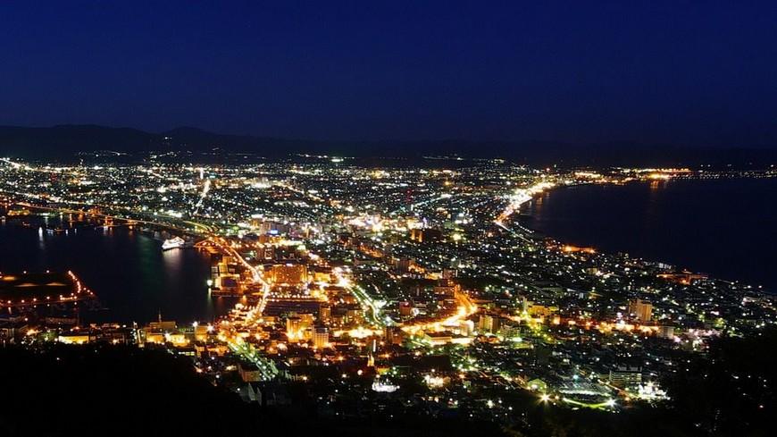 北海道函館擁有美麗的街道景觀及自然風光,同時也有豐富的歷史古跡,再加上函館三面環海的絕佳地理位置,造就了遠近馳名的海鮮丼,許多老饕都會特地前往享受。 百萬夜景必朝聖!函館7大魅力特色