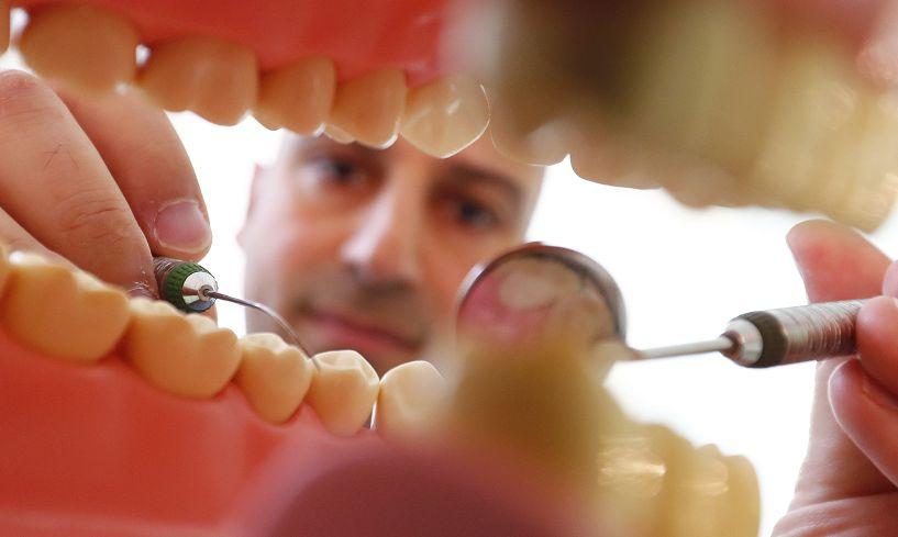 圖/達志影像路透社 加拿大人怕怕 牙醫亂收費一次20萬