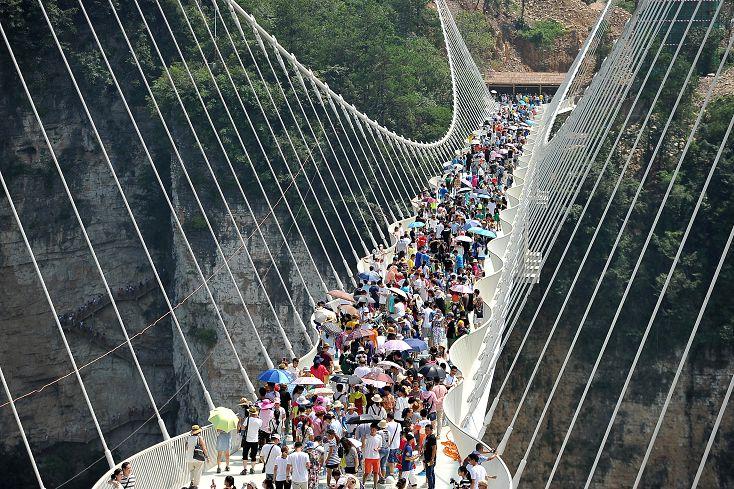 圖/達志影像路透社 張家界玻璃橋12天突關閉 引發安全疑慮
