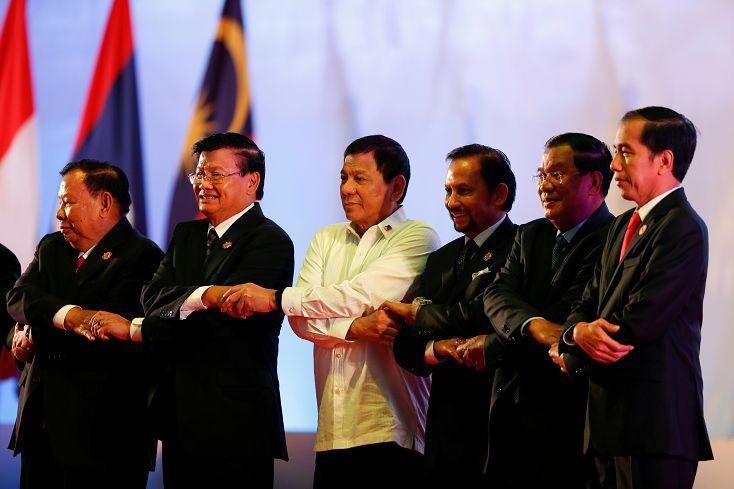 圖/達志影像路透社 FOCUS/峰會領袖西裝革履 唯菲總統不一樣