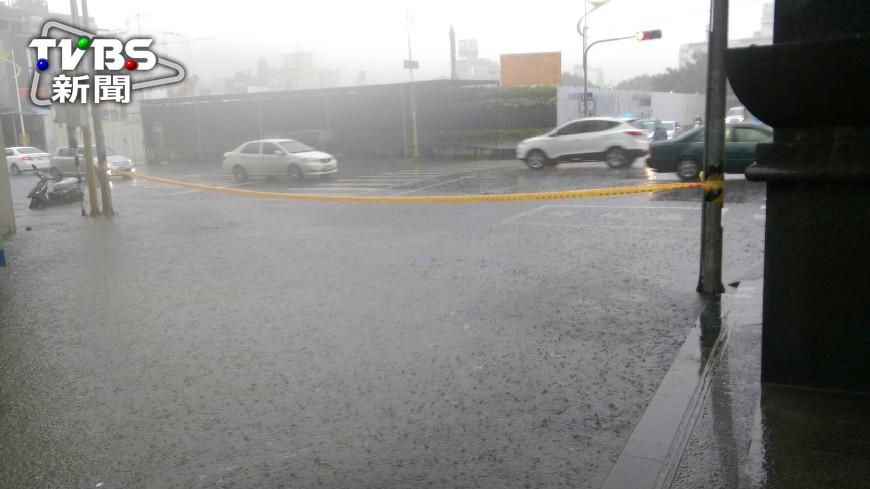 圖/TVBS 大雨傾盆!台灣本島19縣市齊發大雨特報