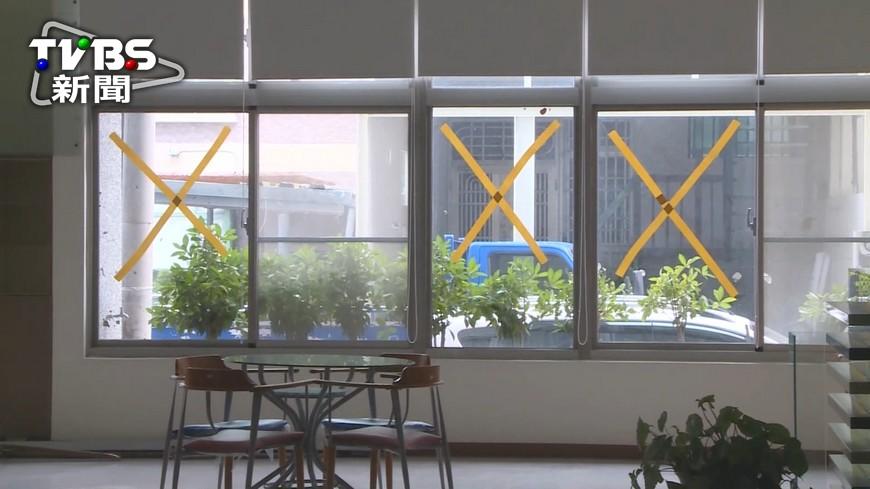 圖/TVBS 玻璃窗難敵莫蘭蒂!鄭明典:強度持續顛峰