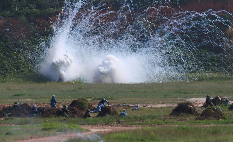 圖/達志影像路透社 奪島、防空、反潛!俄中南海軍演 周邊矚目