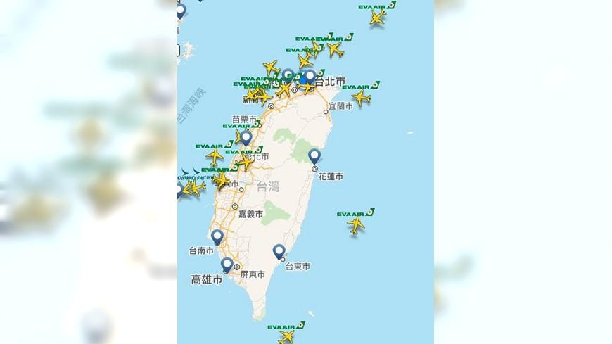 長榮航空班機在台灣上空。圖/擷取自《flightradar24》 不畏颱風博命飛?長榮航空:航班起降符合安全標準