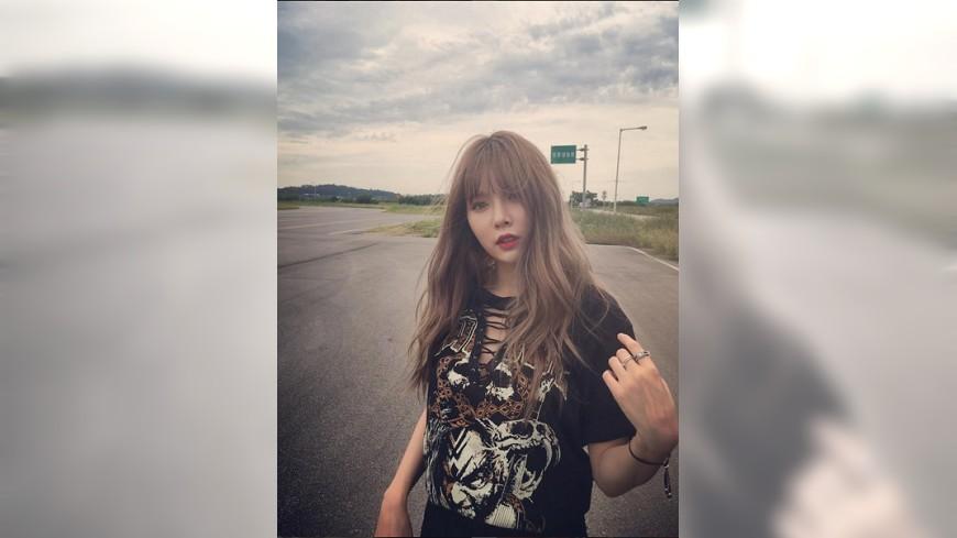 圖/泫雅Instagram 泫雅也是閃靈迷?穿閃靈T拍照 粉絲憂強國玻璃心