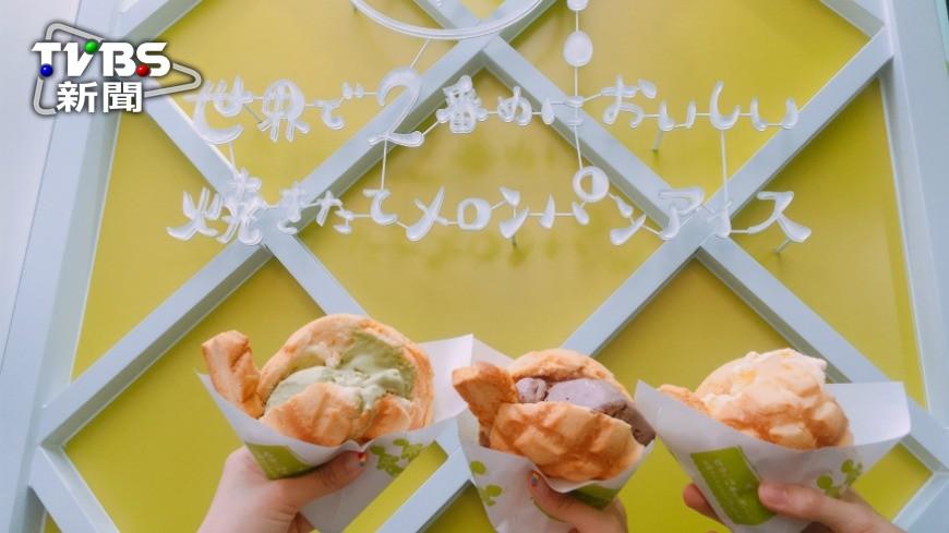 今年夏天登台的日本排隊名店「世界第二好吃的現烤冰淇淋菠蘿麵包」進駐信義商圈,如今也在10月10日雙十節正式在台北東區開出二店,還推出限定的草莓起司口味。 冰淇淋菠蘿麵包開分店 草莓口味限定開賣