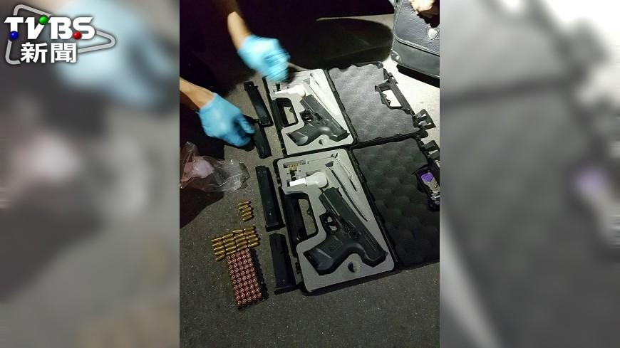 圖/中央社 罹癌毒販擁槍自重 警方查獲連發槍枝
