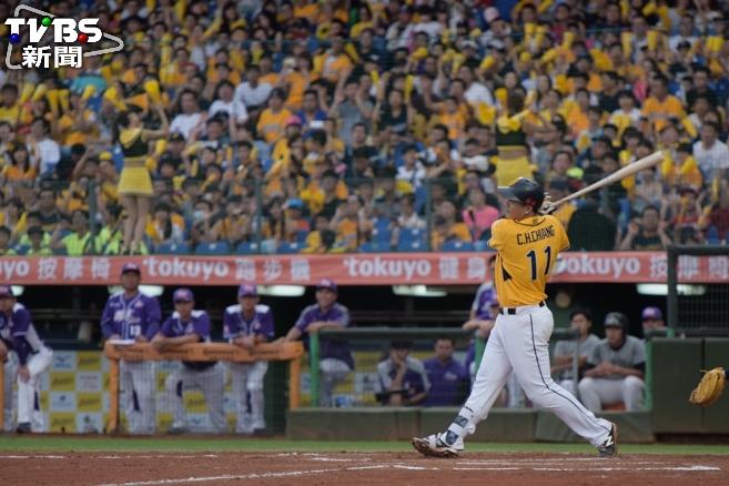 中信兄弟內野手蔣智賢是台灣大賽關鍵人物。資料照/記者呂家慶攝 台灣大賽首戰 伍鐸VS 羅力