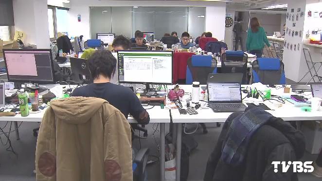 圖/TVBS 勞工注意!2017年元旦起勞保費將再調漲0.5%