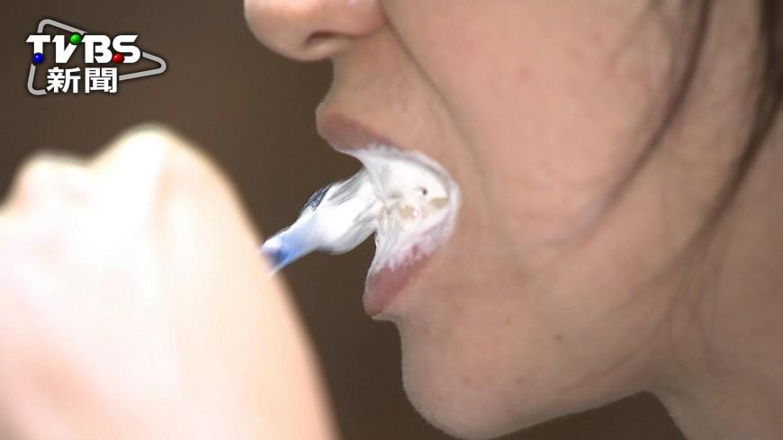 牙刷早晚分開用? 牙醫:污垢除乾淨就好