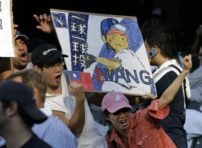 台灣投手王建民是否打經典賽,是球迷關注焦點。資料照/達志影像/美聯社 打不打WBC? 王建民話沒說死