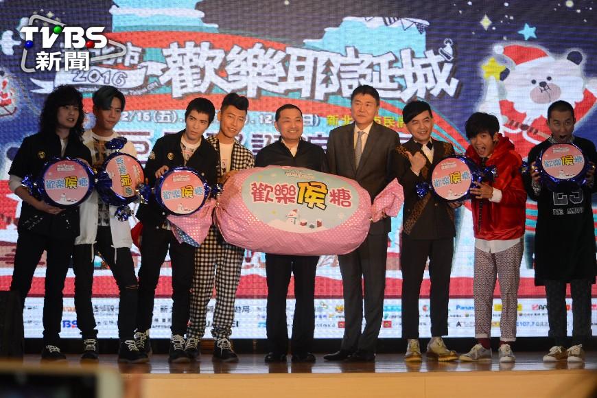 圖/中央社 新北耶誕演唱會卡司強 蕭敬騰獅群出動