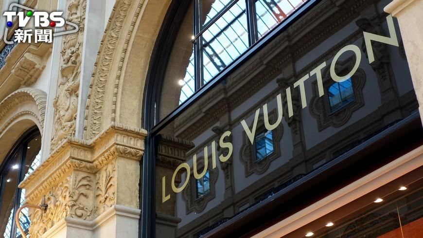 賣假的LV包包,法院判決店老闆要賠LV公司230萬元。圖/TVBS資料照片 賣假包包惹到Gucci、LV 基隆小店慘賠550萬