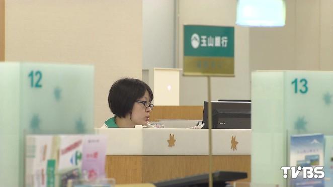 圖/TVBS 開放臨櫃交易! 玉山銀助股民搭深港通列車
